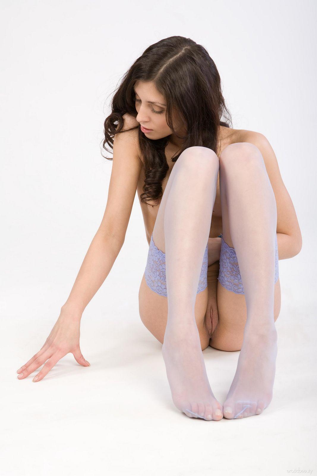 На Улии одеты лишь носки