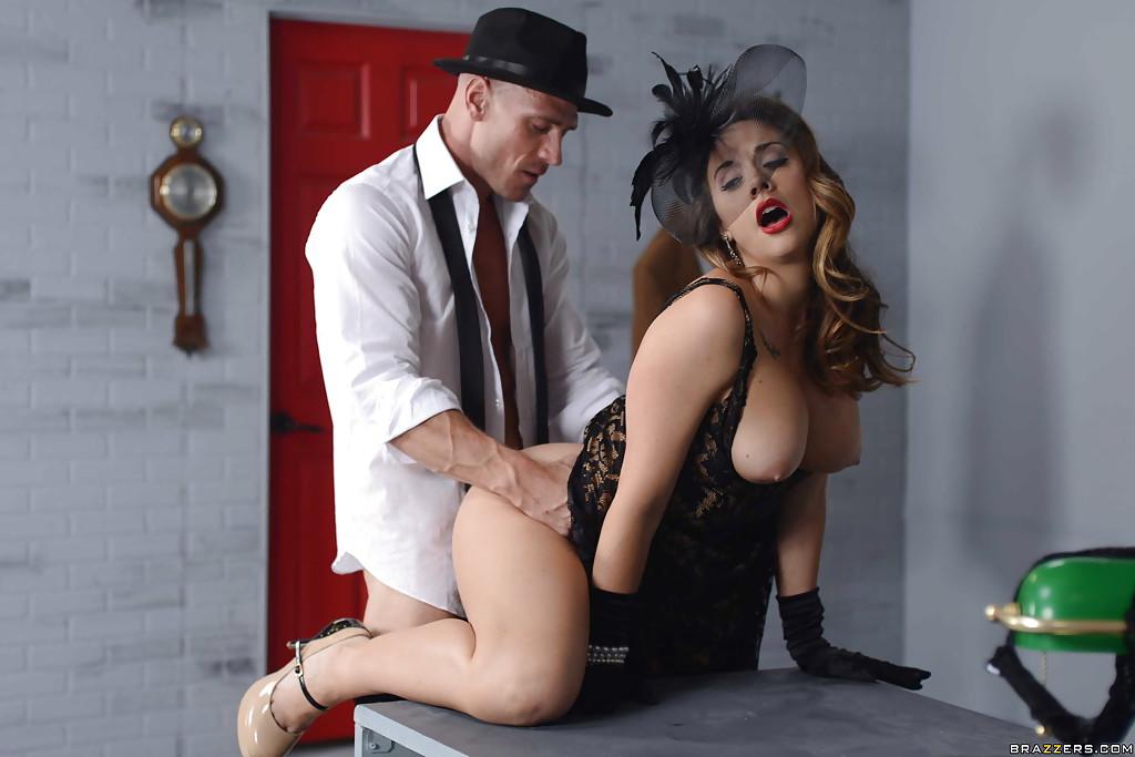 Сексапильные секретарши занялись страстным поревом на рабочем месте